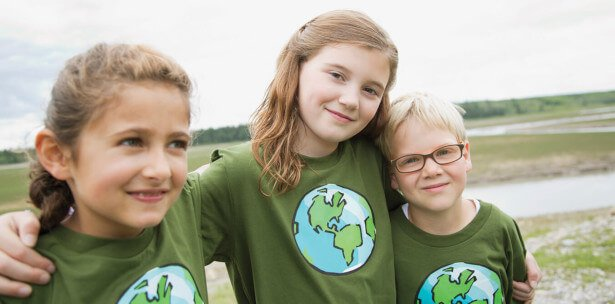 3 girls in Globe T-shirts